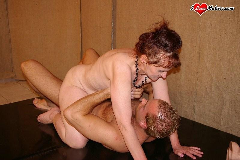 ... mature fetish naked suck older woman