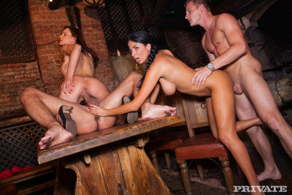 сел своё секс группа в баре видео опустилась колени