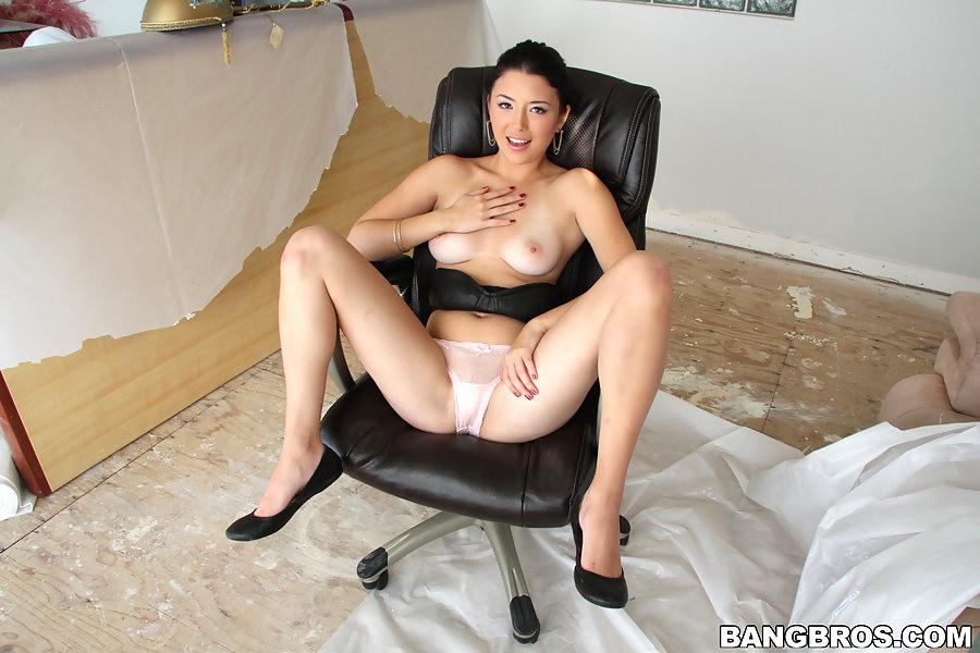Sexy amateur asian brunette gets fucked hardcore