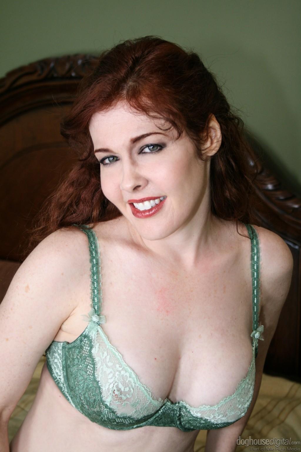 Mae Victoria секс фото и xxx