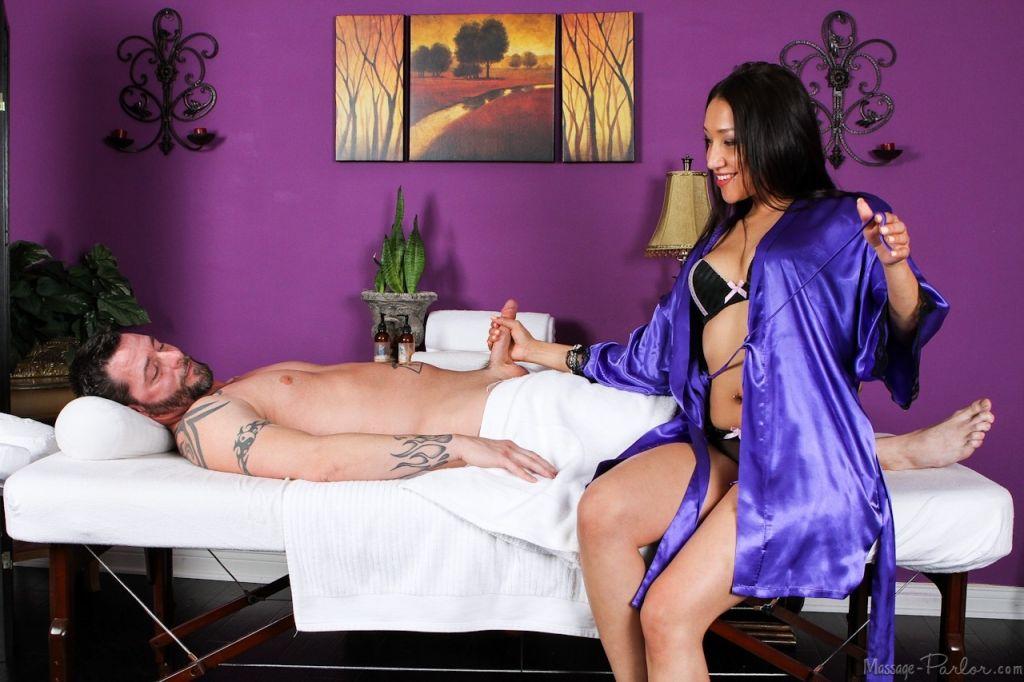Hardcore massage with glamour babes