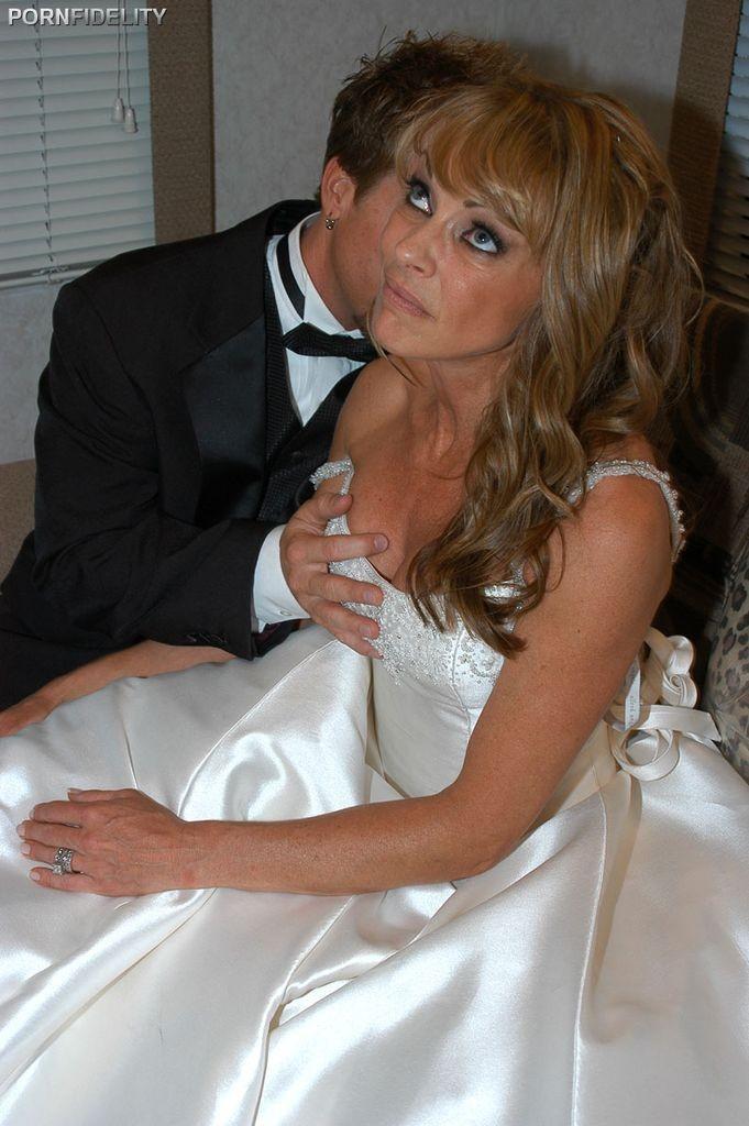Mature wedding porn pics