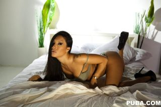 Superstar Asa Akira shows of her amazing body and