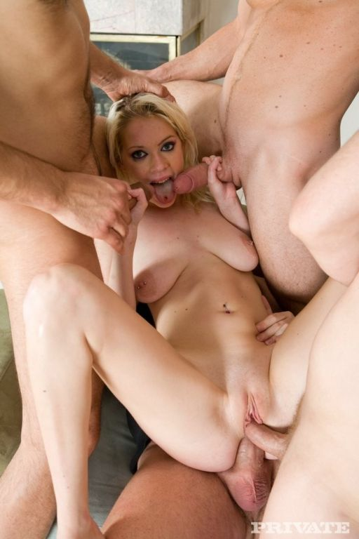 Hot Kissy Kapri gets tight and swallow four loads