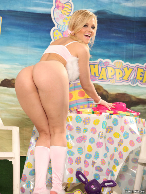 Alexis Texas fucks her new sex toys on Easter