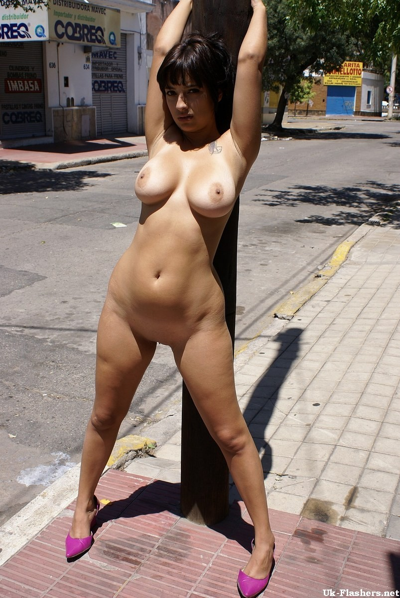 Latina public flashing