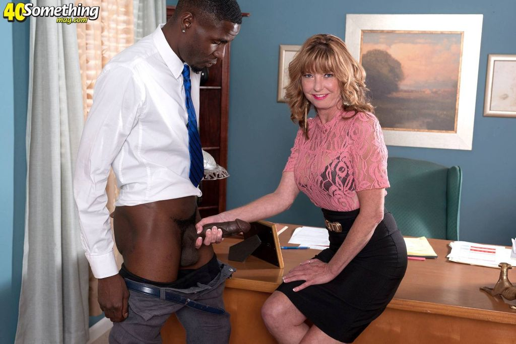 Sexy mature chick loves black cocks