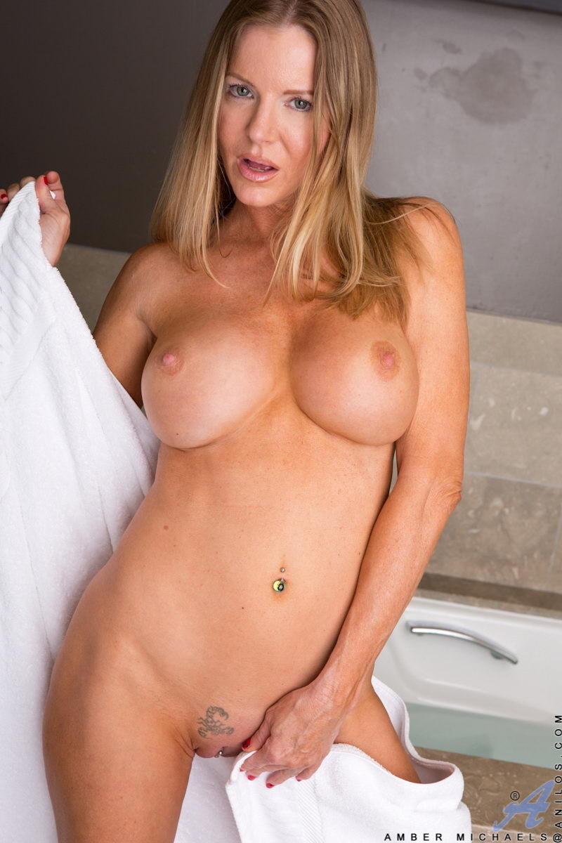 Hot nake girl pretty famus