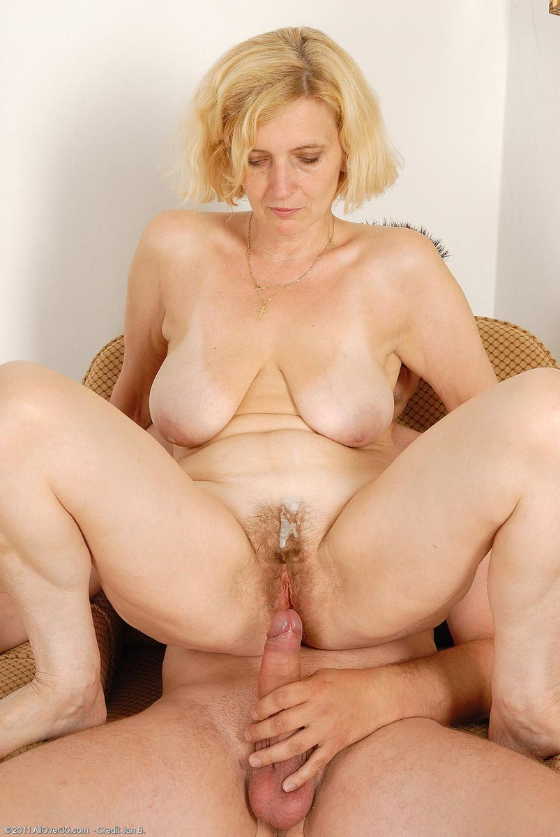 sexy blonde mature rides a hard dick pichunter