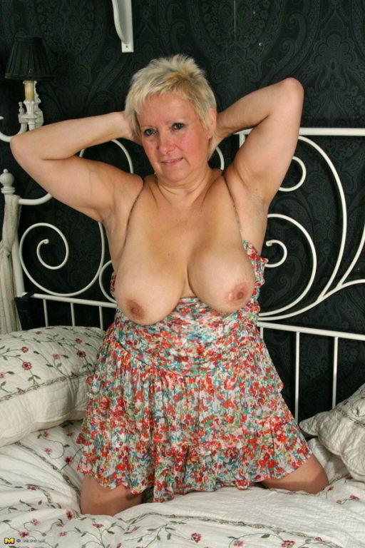 Chubby mature lady feeling a bit naughty