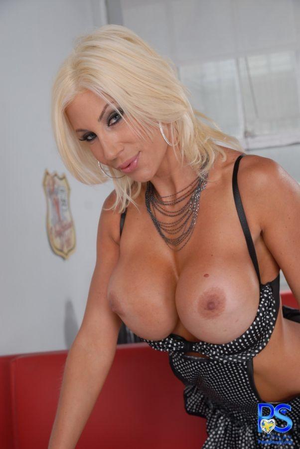 Sexy amputee porn pics