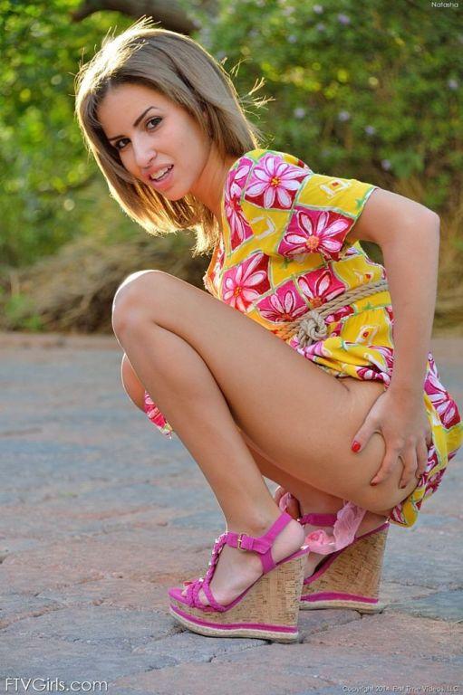 Natasha White offers upskirt pussy peeks in public