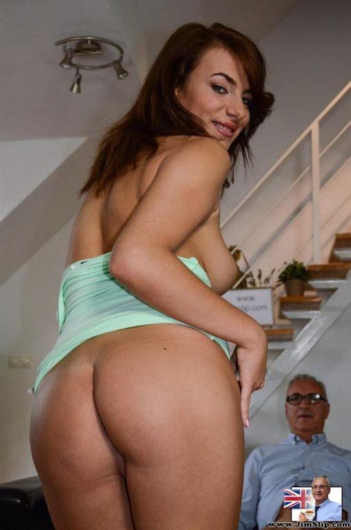 A naughty sexy chick sucks and fucks Jim Slips har