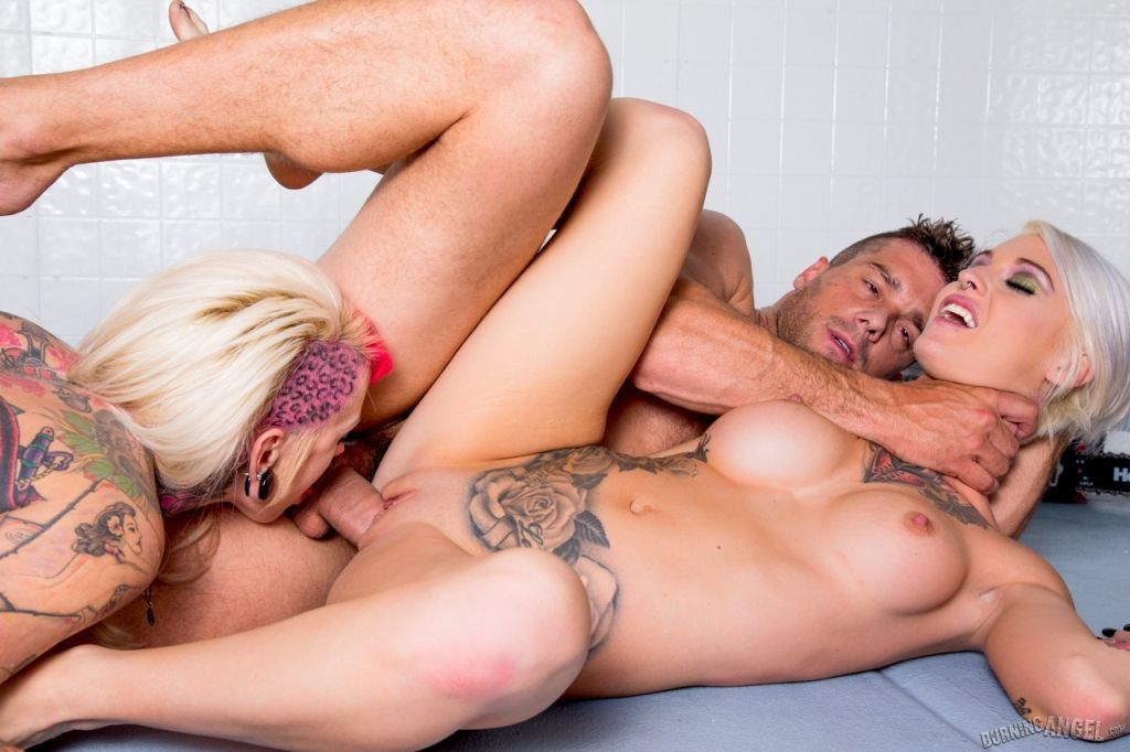 Joanna krupa having naked sex