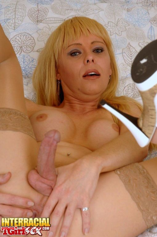 Sweet tranny Joanna Jet posing in pantyhose