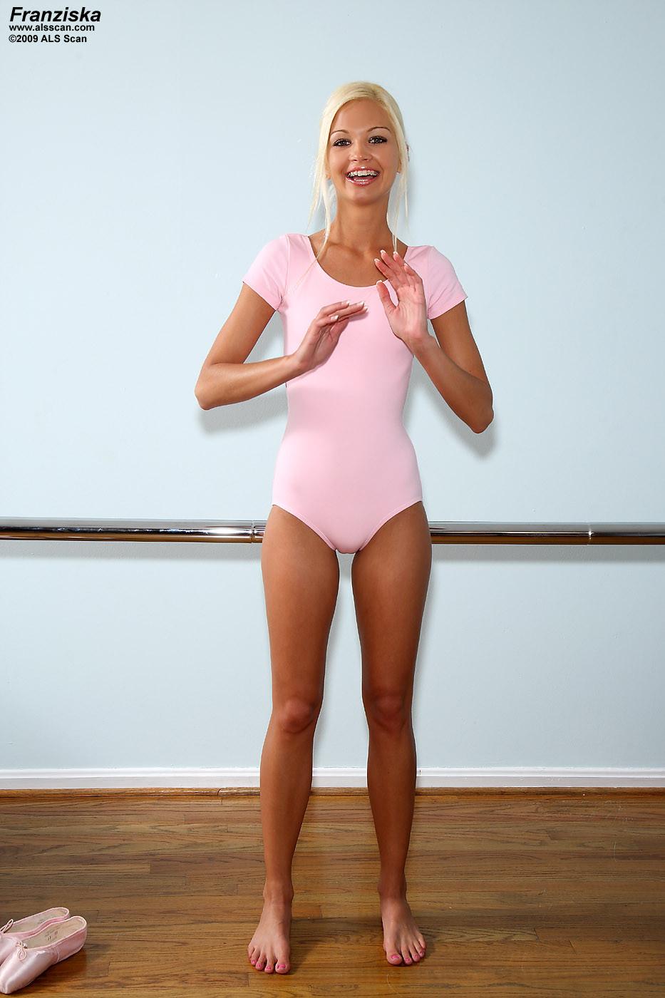 Babes skinny milf tits flexible als pics