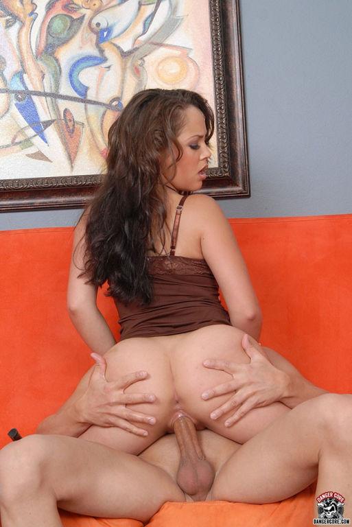 Kristina Rose shows off her juicy asset