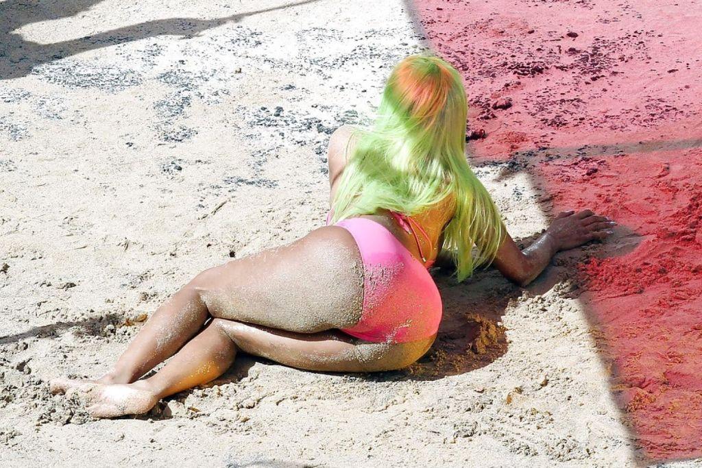 Ebony singer Nicki Minaj nude ass and nipple slips