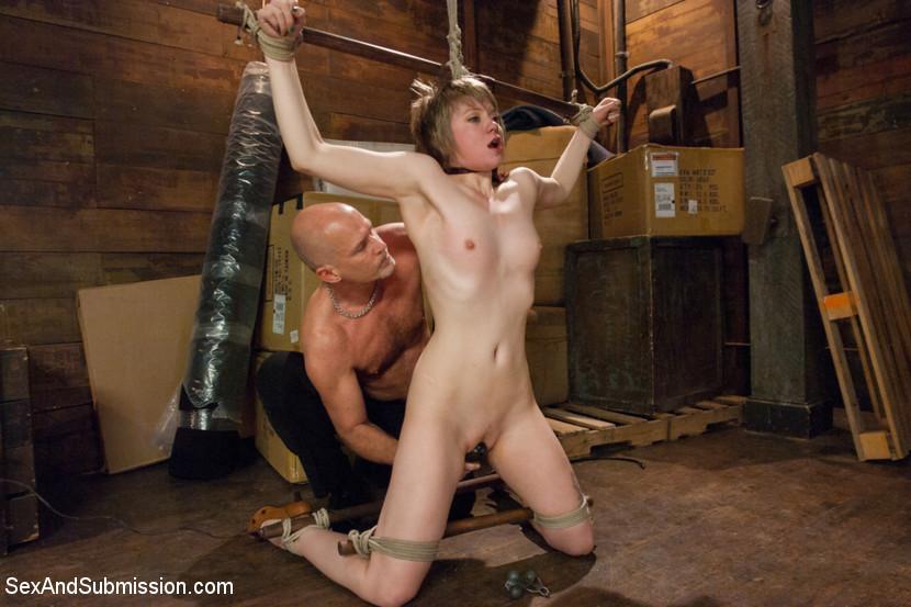 Порно зрелая женщина в плену