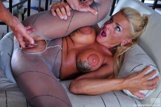 Smoking hot older housewife seduces a hung handyma