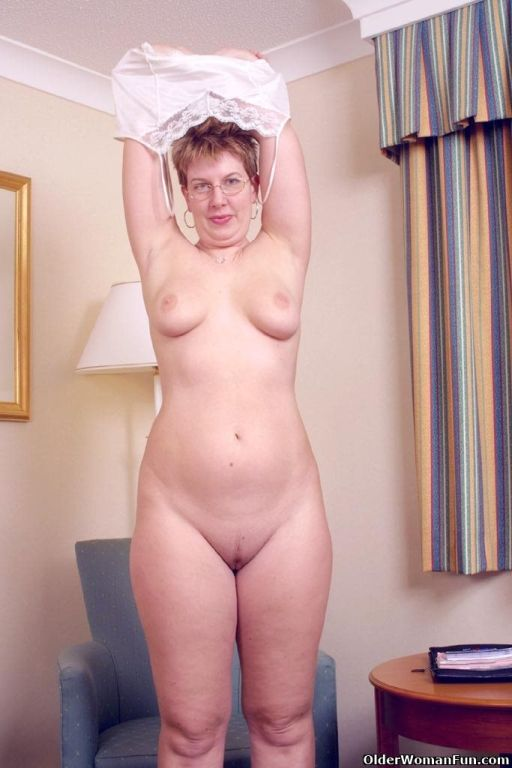 Mom Sunny strips off and shows all