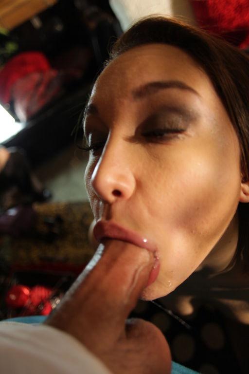 Gorgeous Gabriella Paltrova gets sloppy and sexy a