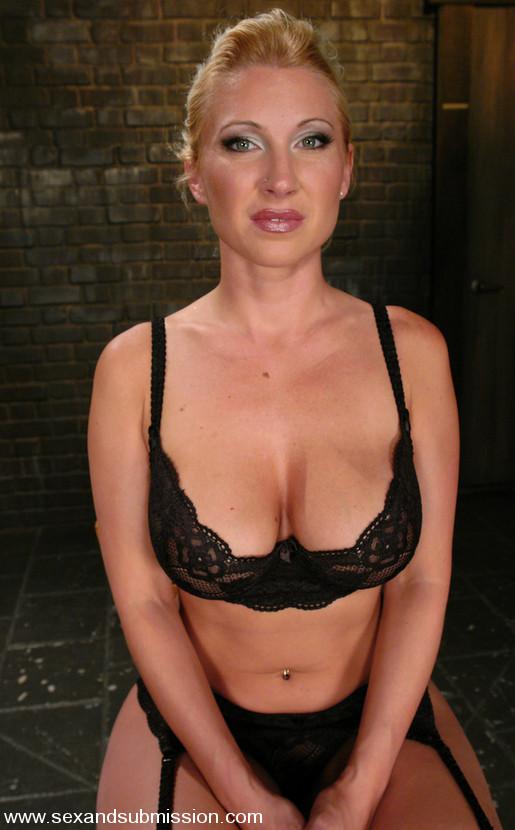 Elizabeth banks ii nude
