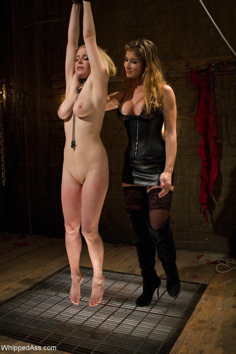 Blondie fesser anal