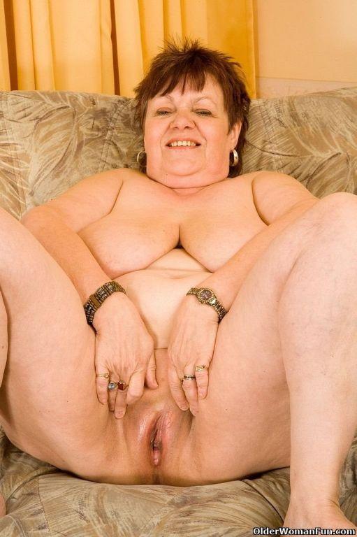 Fat granny Jindri masturbates with vibrator
