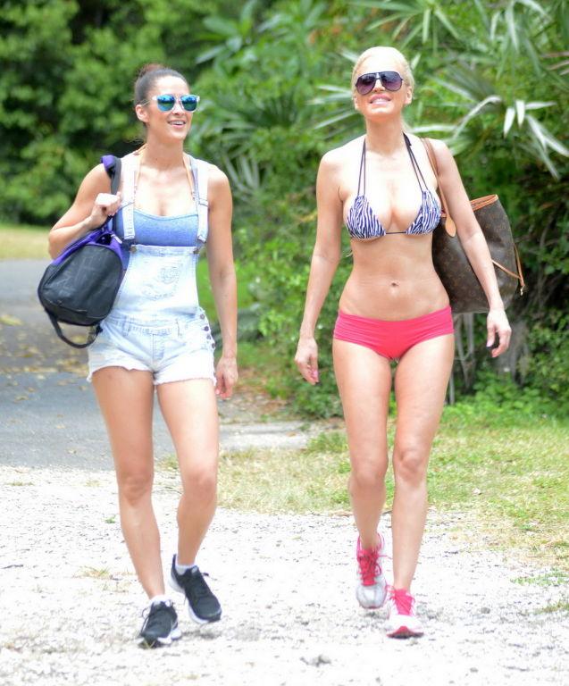 Anais Zanotti and Ana Braga showing off their hot