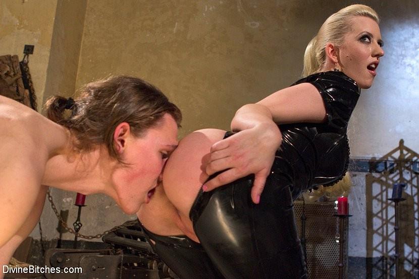 лижет фото госпоже раб