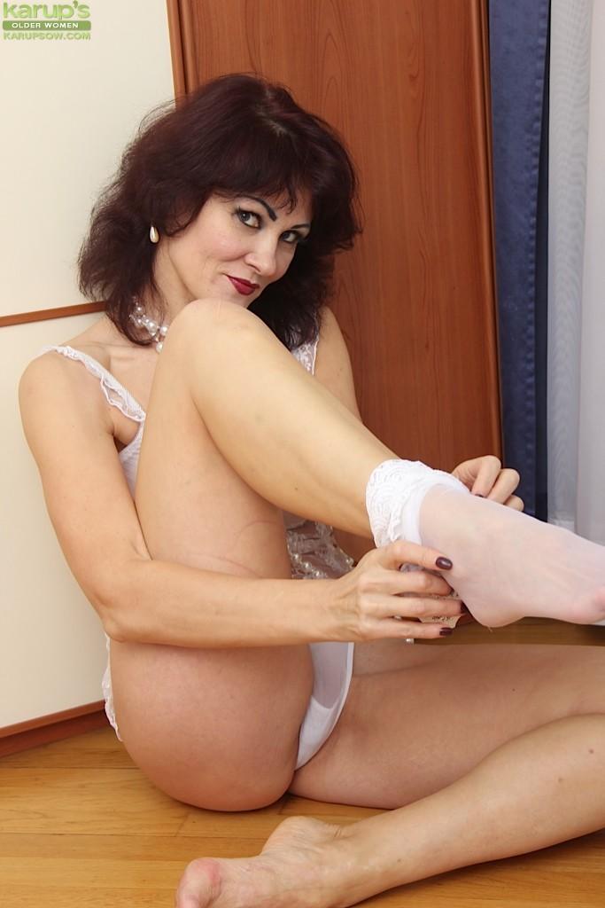 Hot amateur granny nude