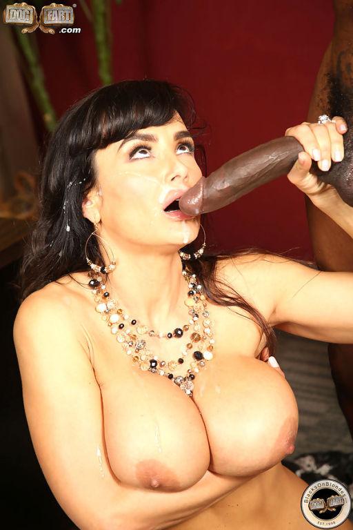 Mature Lisa Ann enjoys some interracial anal fuck