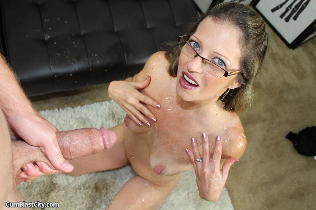 Horny milf Nikki got facial cumshot