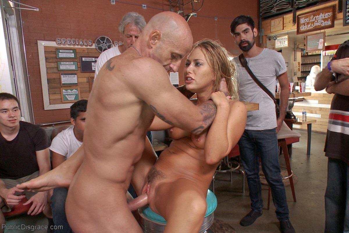 худая, застенчивая, настоящее видео порно на публике заказывает
