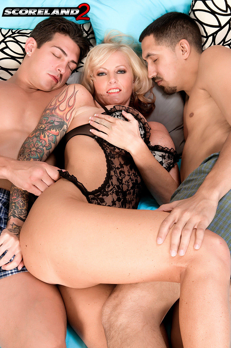 Big Tit College Threesome