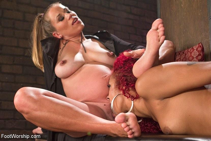 Lesbian Big Foot Worship