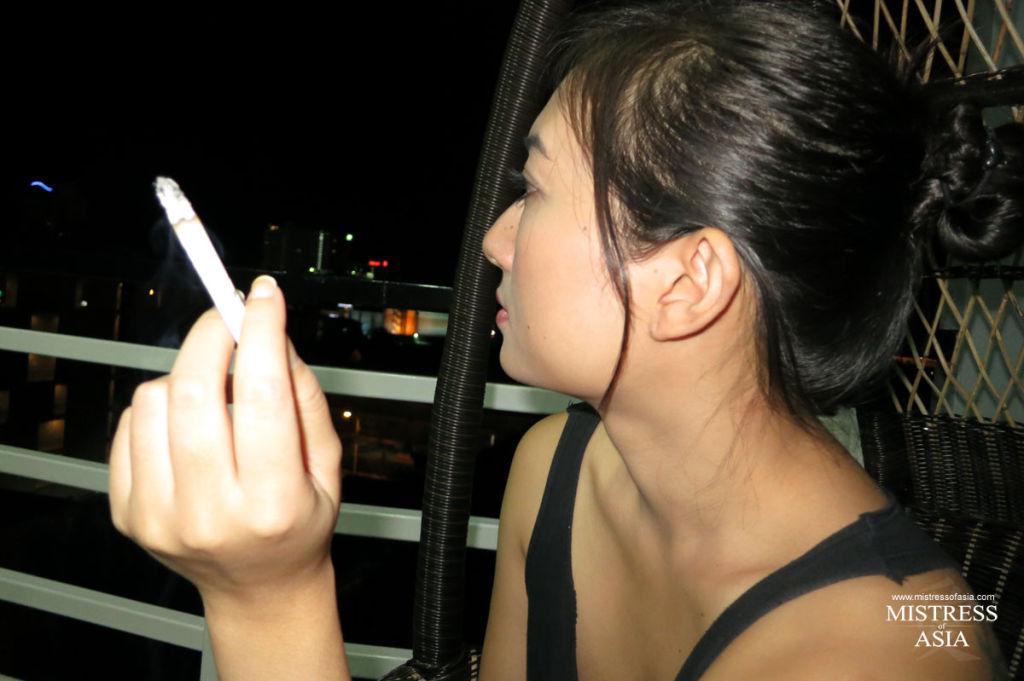 Thai bitch smoking