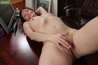 Mature office babe Shelly Jones naked on her desk