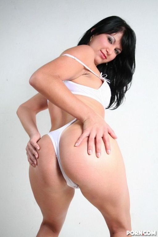 Latina cutie Daniela Matarazo strips and shows ass