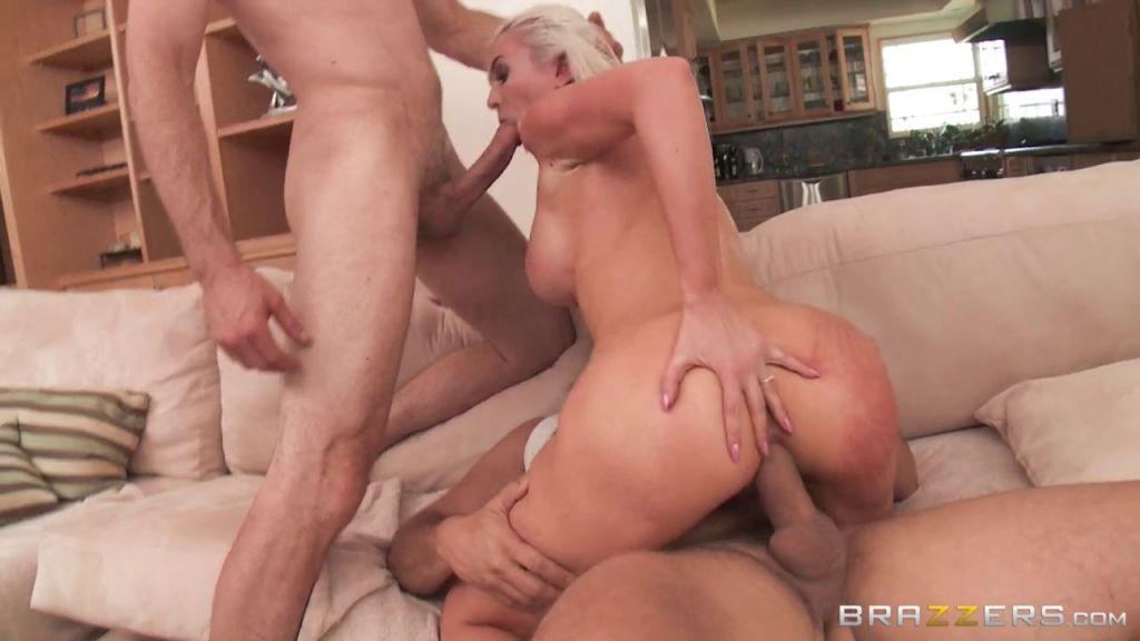 Blonde slut Gigi Allens used by two guys