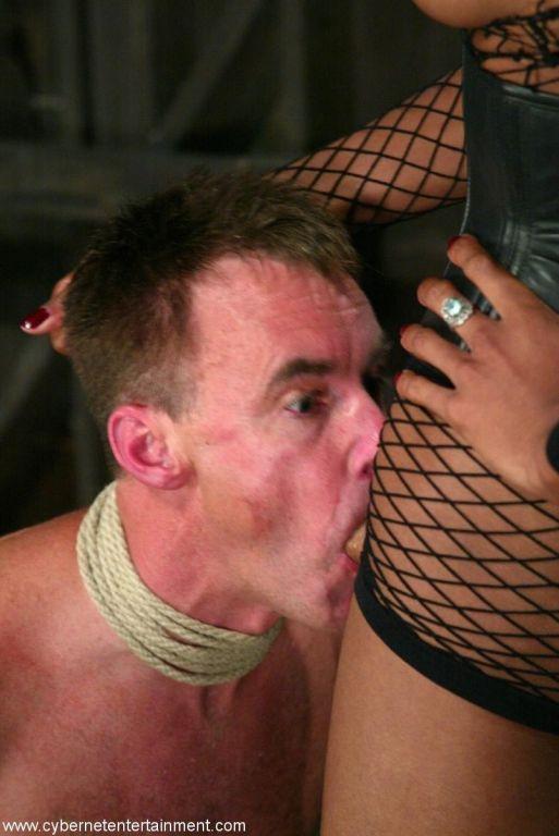 Black TS mistress gets a straight man to worship h