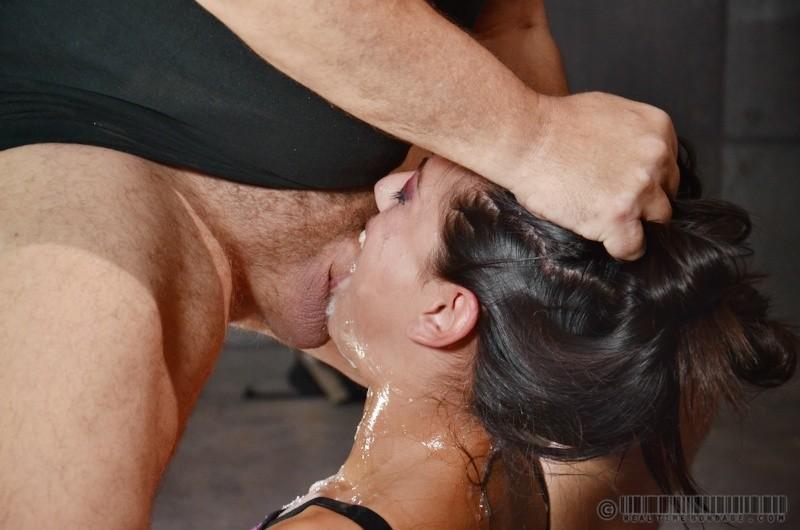порно глубокий минет до оргазма дилдо