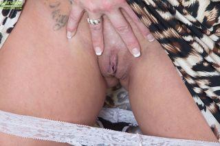 Horny wife Cherrie Dixon exposes her big mature ti