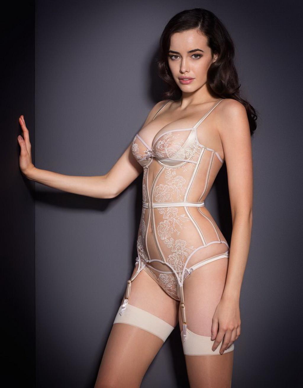 Naked pussy white Sarah