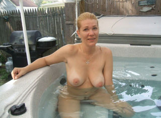 outdoor nudist milfs