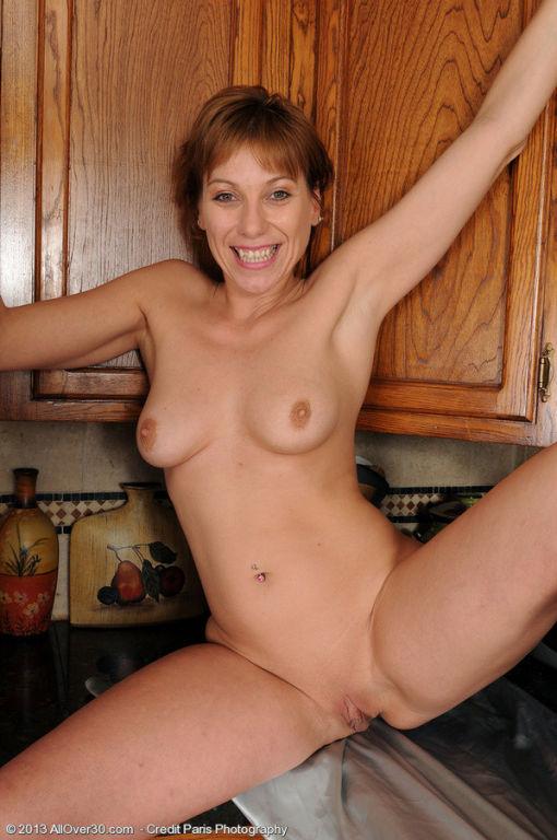 petite 39 year old housewife brandi minx spreads i