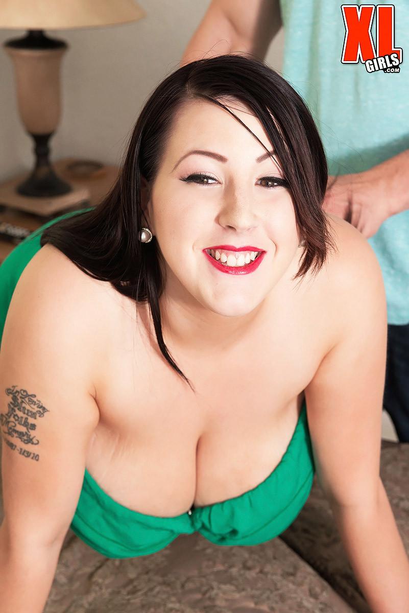 Kamille Amora порно модель