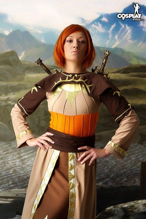 Leliana Dragon Age Origins nude cosplay