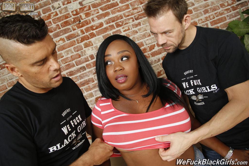 Voluptuous black slut suck cock and balls